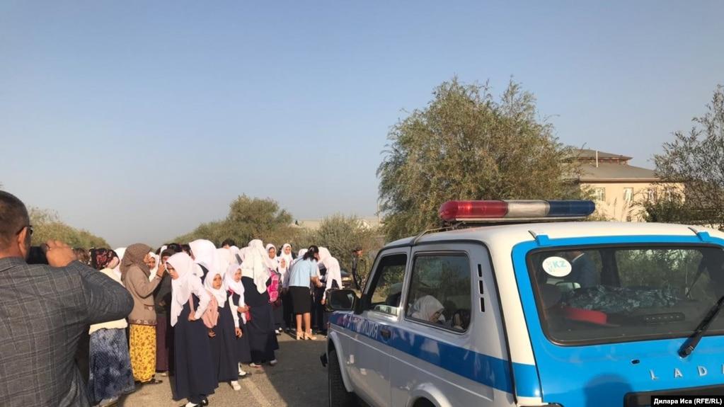 Түркістан облысында орамал дауынан соң жеті оқушы үш ай мектепке бармаған