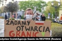 Женщина, требующая открытия границ между Польшей и Германией.