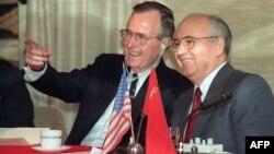 АҚШ ва СССР етакчилари Жорж Буш ва Михаил Горбачевнинг 1989 йил 3 декбрда Малтадаги учрашуви Совуқ уруш якунланган сана ҳисобланади.