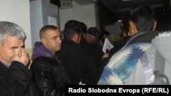 Долги редици и турканици за вадење лични карти во Куманово