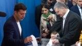 Poroshenko And Zelenskiy Cast Ballots In Presidential Runoff Vote video grab