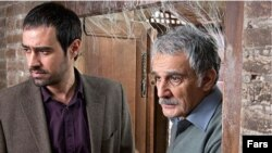 مهدی هاشمی و شهاب حسینی در فیلم «خانه پدری»