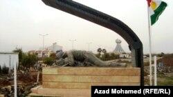 Памятник жертвам химической атаки в Халабже 16 марта 1988 года