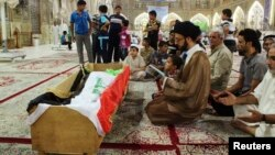 صلاة على أحد ضحايا الهجوم على سجن التاجي قرب بغداد