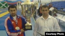 Близнецы Кадыл (слева) и Адиль Сапаровы. Фото из личного архива.