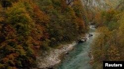 Rijeka Tara (na fotografiji) ugrožena je zbog planova o izgradnji HE Buk Bijela na rijeci Drini u BiH