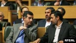 محمود احمدینژاد و اسفندیار رحیم مشایی در مجلس