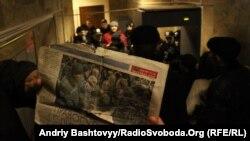 До Печерського районного суду, де оголошують вирок Юрієві Луценку, вдалось потрапити не всім журналістам...