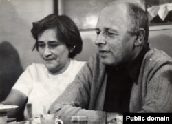 Елена Боннэр и Андрей Сахаров. 1975