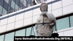 Статуя Феміди біля Апеляційного суду Києва