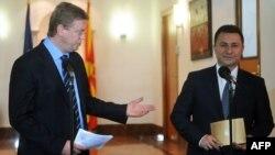 Архивска фотографија: Еврокомесарот Штефан Филе и премиерот Никола Груевски на прес-конференција во Скопје.