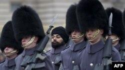 Сикх среди охранников Букингемского дворца в Лондоне