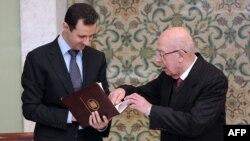 Башару Асаду вручают проект новой конституции Сирии