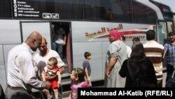 عدد من الأسر العراقية العائدة من سوريا