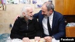 Ерванд Манарян (слева) и Никол Пашинян, Ереван, 20 октября 2018 г.