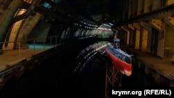 У каналі довжиною 602 метра могло розміститися сім підводних човнів