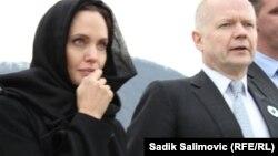 William Hague və Angelina Jolie Srebrenisada
