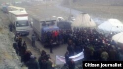 Supporters of Akmatbek Keldibekov blocking the highway to China in Osh on November 25.
