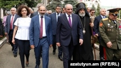 Премьер-министр Армении Никол Пашинян и президент Карабаха Бако Саакян в Степанакерте, 9 мая 2018 г.