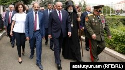 Nagorno-Karabakh -- Armenian Prime Minister Nikol Pashinian and Karabakh President Bako Sahakian emerge from a government building in Stepanakert, 9 May 2018.