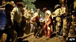 تا کنون مرگ ۴۴ نفر از کارگران معدن یورت در گلستان تایید و اجساد ۴۳ تن از آنها از زیر آوار بیرون آورده شده است.