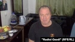 Владимир Стеклов, дар намоишнома нақши шайтонро бозидааст.