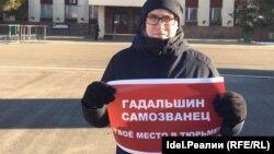 Депутат Владислав Хворов на митинге против Гадальшина