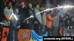 Українські вболівальники під час футбольного матчу, архівне фото