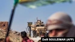Protest al kurzilor din nordul Siriei la o bază militară controlată de Statele Unite, 6 octombrie 2019