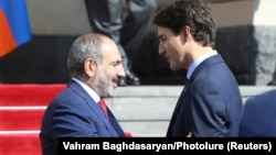 ARMENIA -- Armenian Prime Minister Nikol Pashinian talks with Canadian Prime Minister Justin Trudeau during a farewell ceremony in Yerevan, Armenia October 13, 2018