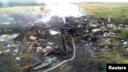 Кырсыкка учураган Boeing 777 учагынын калдыктары, Грабово айылы, Донецк облусу, 17-июль, 2014.