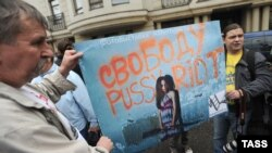 Акция у здания Хамовнического суда в поддержку Pussy Riot. Москва, 20 июля 2012 г.