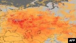 Hartă NASA indicînd concentrarea de monoxid de carbon deasupra vestului Rusiei