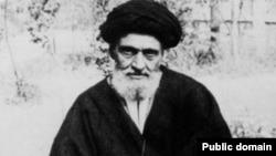 آنگونه که مجید تفرشی میگوید، کاشانی از معدود روحانیونی بود که از همان اول با رضاشاه رابطه خوبی داشت.
