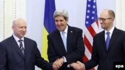 Аляксандар Турчынаў, Джон Керы і Арсеній Яцанюк
