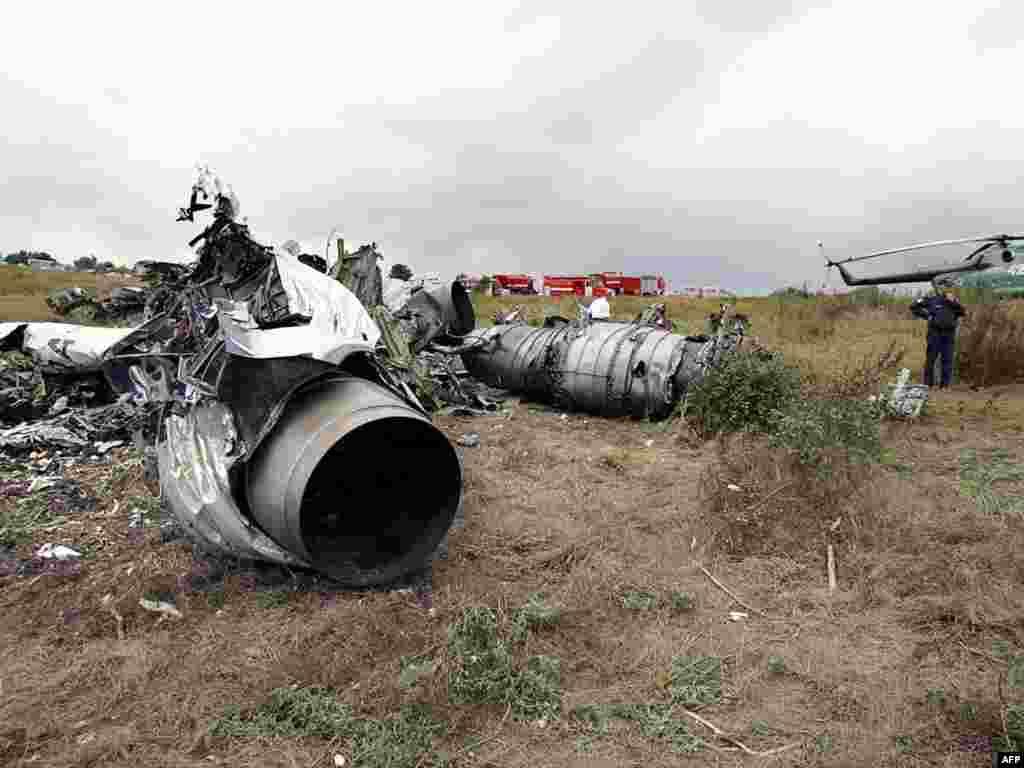 Август бывает террористический, техногенный. Еще бывает август военный и с государственным переворотом. Не забудем - 24 августа 2004 года с разницей в несколько минут в результате действий терротисток-смертников упали два самолета: Ту-134, совершавший рейс Москва - Волгоград и Ту-154 авиакомпании «Сибирь», летевший из Москвы в Сочи