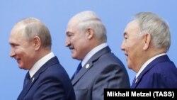 Уладзімер Пуцін, Аляксандар Лукашэнка і Нурсултан Назарбаеў на саміце ў Казахстане 29 траўня