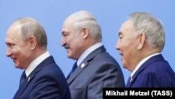 Назарбоев Путин ва Лукашенка билан.