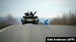 Танк проросійських угруповань у Кіровському