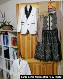 Običaj je da se na Bajram oblači nova ili svečana odjeća. Na fotografiji je odjeća koju je doktorica Safija spremila sa svoje troje djece.