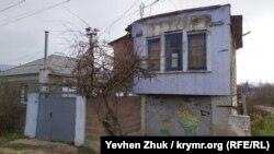 «Странный» дом в Кадыковке