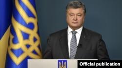 Петро Порошенко заявляє, що в нинішній ситуації НАТО є єдиним механізмом із підтримання безпеки