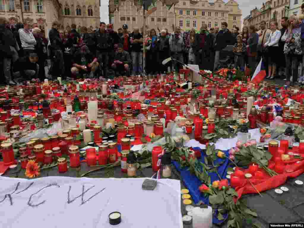 Thousands of ice hockey fans also turned out on Prague's Old Town Square to mourn the victims of the crash.