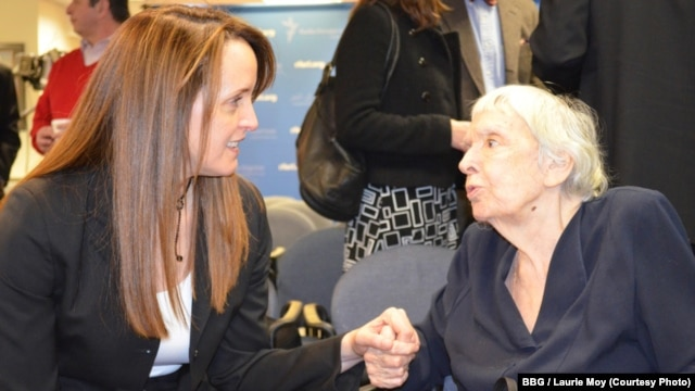 BBG Governor Susan McCue (l) with Russian human rights leader Ludmila Alekseyeva at RFE/RL's Washington office, 1Mar2013.