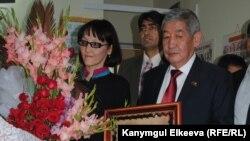 Жамал Папиева жана Кыргызстандын Пакистандагы мурдагы элчиси Алик Орозов.