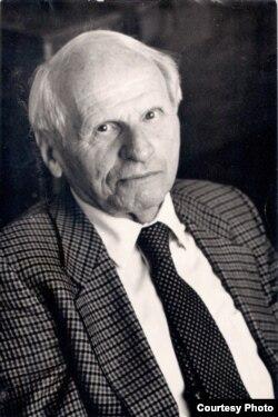 Масей Сяднёў. Менск, 1990. Фота А. Максімава