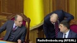 Зліва направо: Андрій Парубій, Арсеній Яценюк, Володимир Гройсман