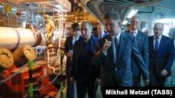 Ռուսաստանի նախագահ Վլադիմի Պուտինը այցելում են «Թուրքական հոսք» կառուցվող գազատարի ցամաքային և ստորջրյա հատվածների հանգուցային կետը Անապայում, հունիս, 2017թ․