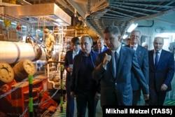 """Владимир Путин и глава """"Газпрома"""" Алексей Миллер на работах по строительству """"Турецкого потока"""""""