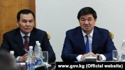 Министр внутренних дел Кашкар Джунушалиев и премьер-министр Мухаммедкалый Абылгазиев.